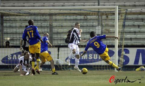 图文-[意甲]帕尔马2-0乌迪内斯卢卡雷利一脚劲射破门