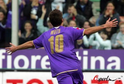 图文-[意甲]佛罗伦萨3-1热那亚紫百合10号展翅飞翔