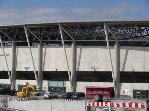 图文-新浪直击瑞士日内瓦球场体育场还在修缮