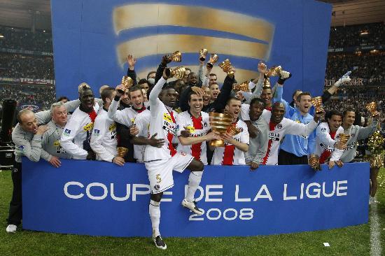 图文-圣日耳曼队获法国联赛杯冠军来之不易的胜利