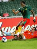 图文-[热身赛]喀麦隆0-2荷兰 这个铲球可够凶狠