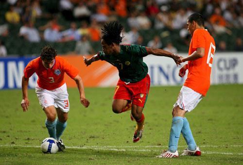 图文-[热身赛]喀麦隆0-2荷兰 飞翔的非洲小将