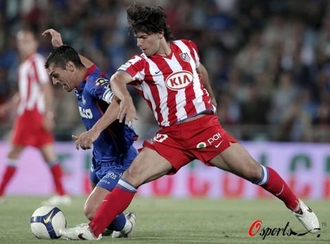 图文-[西甲]赫塔菲1-2马德里竞技阿圭罗防守也不差
