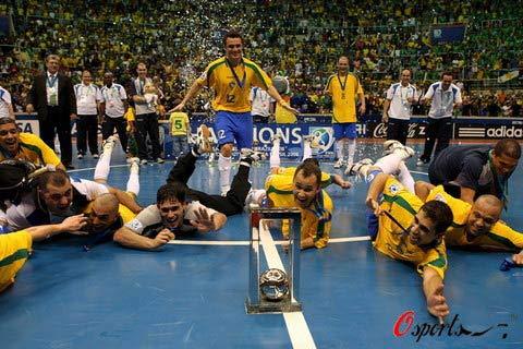 图文-国际足联室内足球世界杯决赛 怎么高兴怎么庆祝