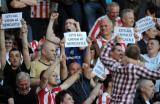 图文-纽卡斯尔客场负降入英冠对手球迷无情嘲笑喜鹊