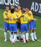 巴西庆祝首个进球