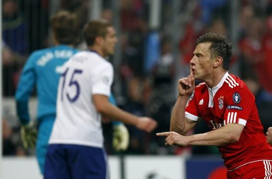 图文-[欧冠]拜仁慕尼黑2-1曼联拜仁球员庆祝进球