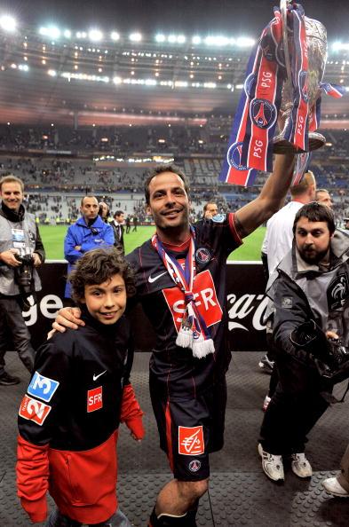图文-[法国杯]巴黎圣日耳曼夺冠久利带着儿子庆祝