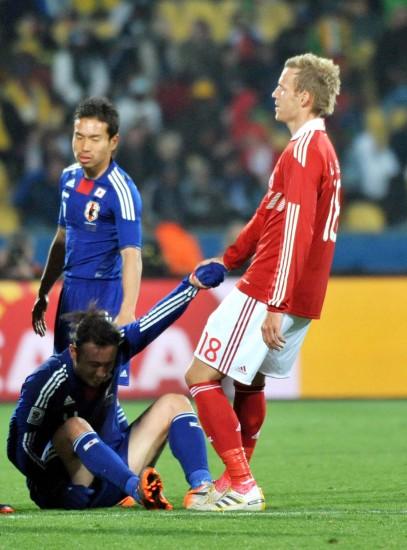 图文-[小组赛]丹麦1-3日本拉尔森伸出援助之手