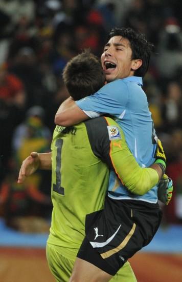 图文-乌拉圭5-3胜加纳进四强乌拉圭门将庆祝