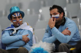 乌拉圭球迷神情失落