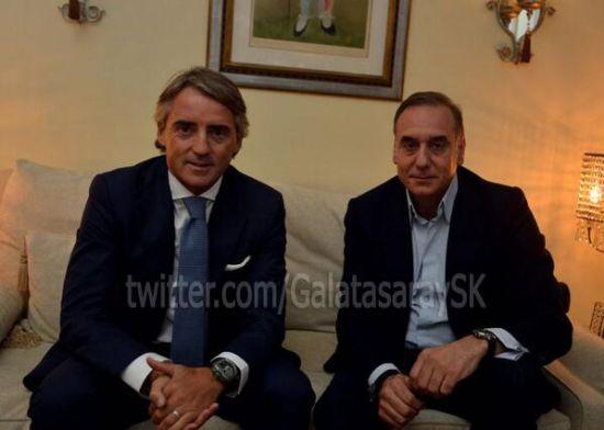 曼奇尼与加拉塔萨雷主席