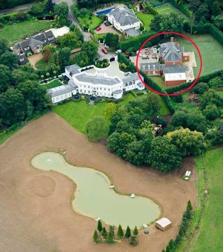 特里的两座房子 红圈为旧宅