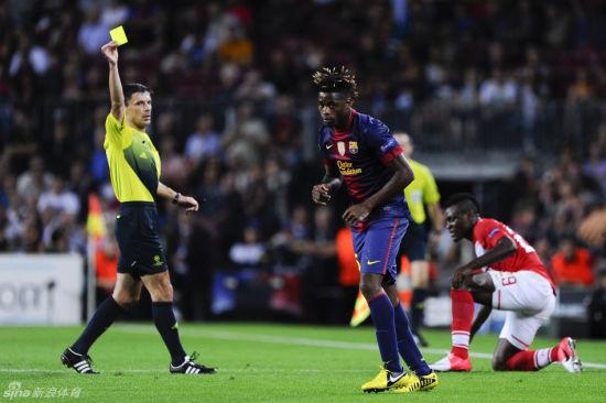 宋突然就被安排和一个同样是后腰的球员搭档踢中后卫