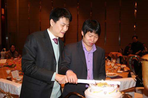 图文-刘星夺冠庆祝23岁生日刘星孔杰共同操刀