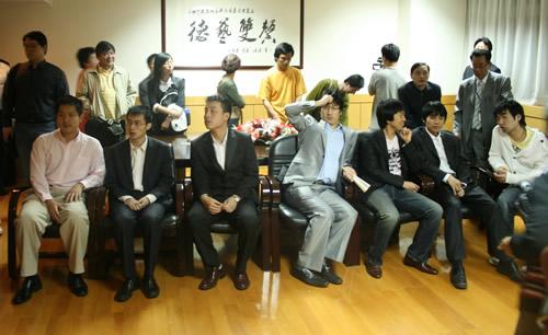 图文-应氏杯第2轮抽签现场抽签棋手表情各异