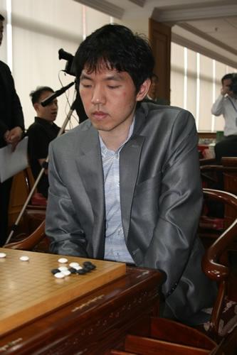 图文-应氏杯8强战激斗现场聚焦李昌镐表情冷酷
