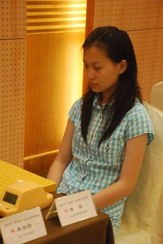 图文-段位赛第3轮现场聚焦唐奕正专注棋局