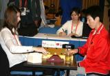 图文-智运会围棋女子个人赛首轮芮乃伟落下棋子