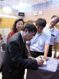 聂卫平在自己著作上签名