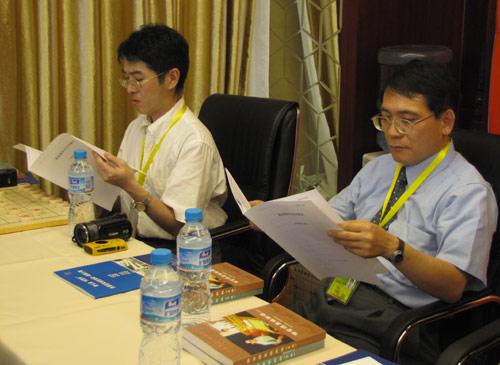 图文-第一期海外象棋教练员培训所司和晴查看资料