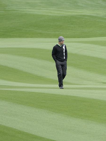 中国公开赛卫冕魔咒难破花式高尔夫表演吸引眼球