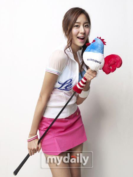 韩国女歌手代言高尔夫服装 uee可爱活波写真(图)