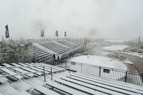 坏天气再次影响美巡2英寸大雪致世界比洞赛暂停