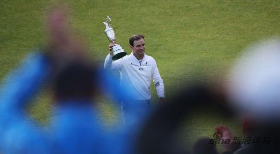 扎克赢得英国公开赛葡萄酒壶