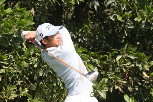 图文-中国业余公开赛第三轮叶剑峰第14洞开球