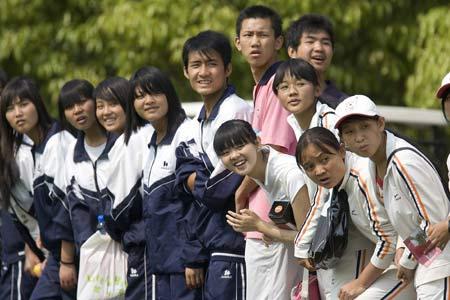 图文-昆明锦标赛决赛轮观赛的学生
