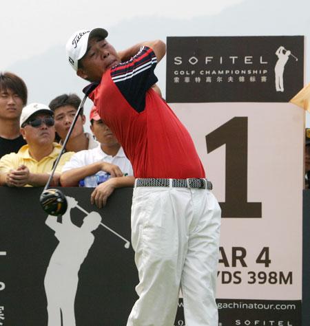 图文-索菲特锦标赛第四轮领先选手廖贵明