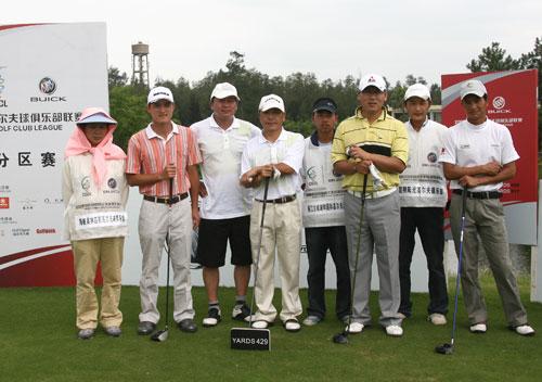 图文-俱乐部联赛中南分区赛第二轮同组选手合影