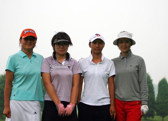 图文-联赛中西分区赛四位女将合影