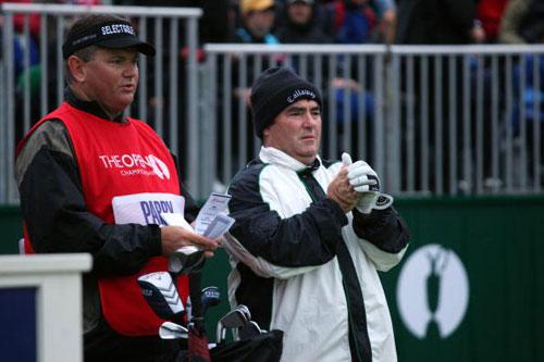 图文-英国公开赛首轮战况看来气温很低