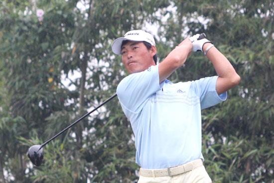 图文-麓山锦标赛决赛轮收杆刘安达在6号洞开球