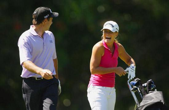图文-澳洲PGA锦标赛前瞻伍德布里奇与同组谈笑