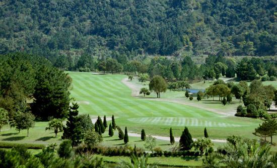 图文-福州温泉高尔夫球会美景满眼翠绿