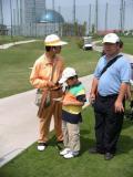 图文-上海青少年巡回赛仔细核对记分卡