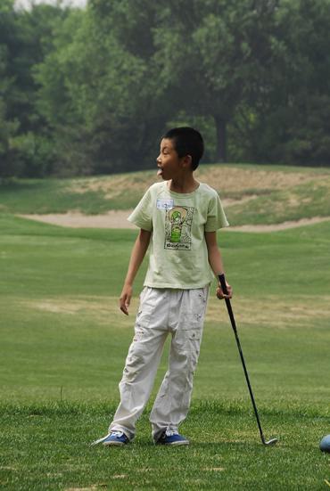 图文-天一高尔夫系列赛王宗楷俏皮吐舌