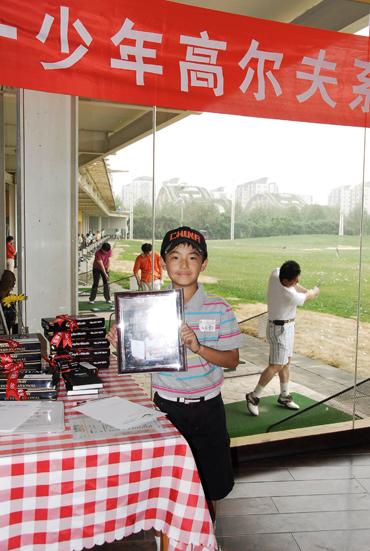 图文-天一高尔夫系列赛李立江山与他的相框