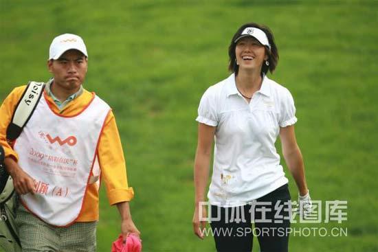 图文-叶钊颖参加高尔夫配对锦标赛叶钊颖风采依旧