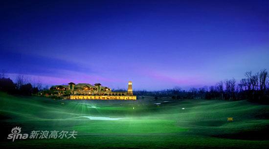 图文-成都观岭高尔夫球场灯光下球场美景