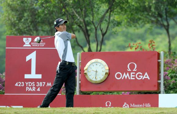 图文-高尔夫世界杯第3轮中国队梁文冲1号洞开球