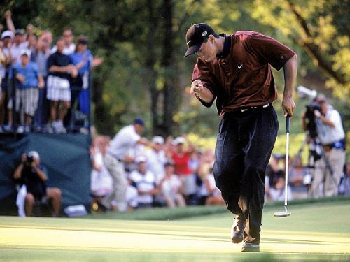图文-伍兹生涯伟大时刻2000年卫冕PGA锦标赛