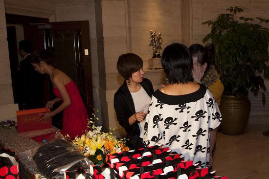 图文-北京木兰队年会签到确认一下朋友来了嘛