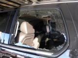 窗户被谁砸?