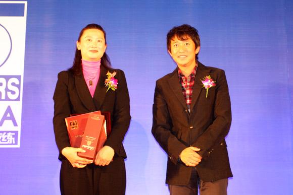 图文-中国十佳高尔夫教练评选颁奖典礼凌嘉蔚领奖