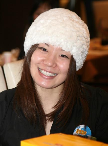 图文-世界冠军高尔夫球队新年聚会周雅菲