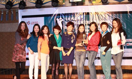 图文-中国球队海外赛颁奖成都女子队收获颇丰